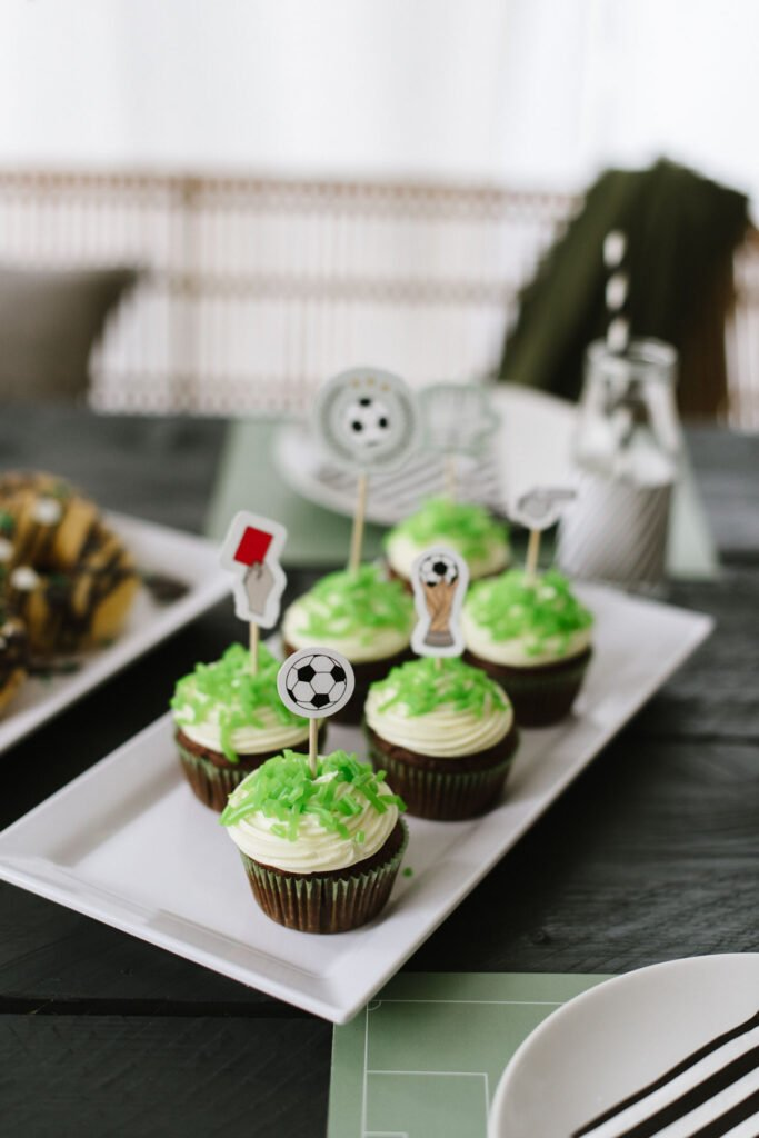 Geburtstagskuchen für Kinder zum Selbermachen - einfache Rezepte für besondere Kuchen und Gebäck zum Kindergeburtstag einfach selber backen