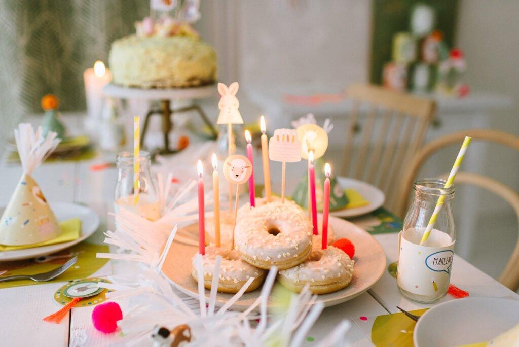 Tiertorte für den Kindergeburtstag - einfache Torte und leckere Donuts mit Cake Toppern zur Tiertorte verwandeln - gelingt einfach jedem!