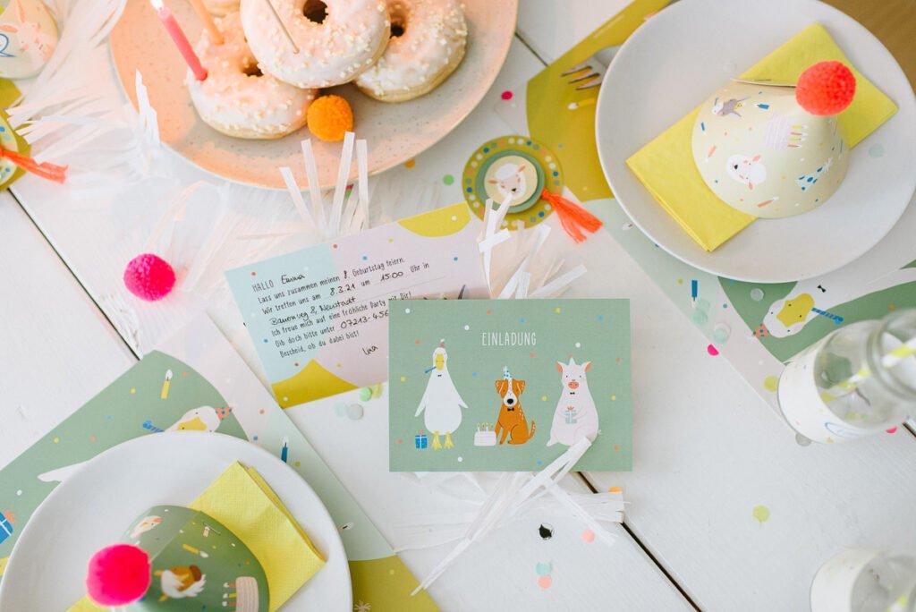 Einladungskarten für den Bauernhof Geburtstag - Lustige Einladungen mit Tiermotiven und Lückentexten zum einfachen Ausfüllen und Verteilen.