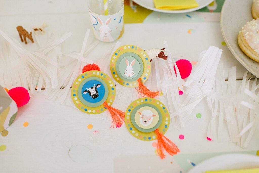 Deko: Kindergeburtstag auf dem Bauernhof - Unsere Bauernhofparty Box mit Einladungskarten, Girlanden, Cake Topper, Spiel- und Bastelideen uvm