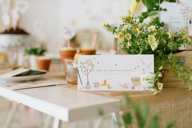 Schöne Einladungskarten für den Kindergeburtstag - passend zur eurer Geburtstagsparty. Einfach Lücken ausfüllen und Einladungen verteilen.
