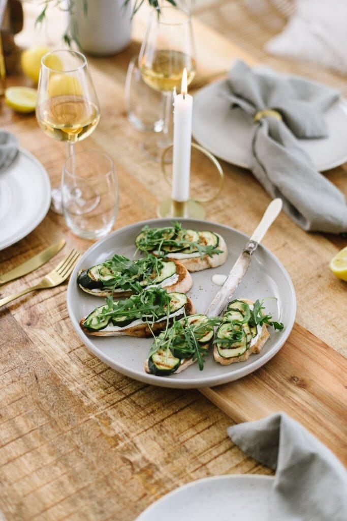 Rezept: Vegetarische Bruschetta mit Pecorino Creme und Zucchini