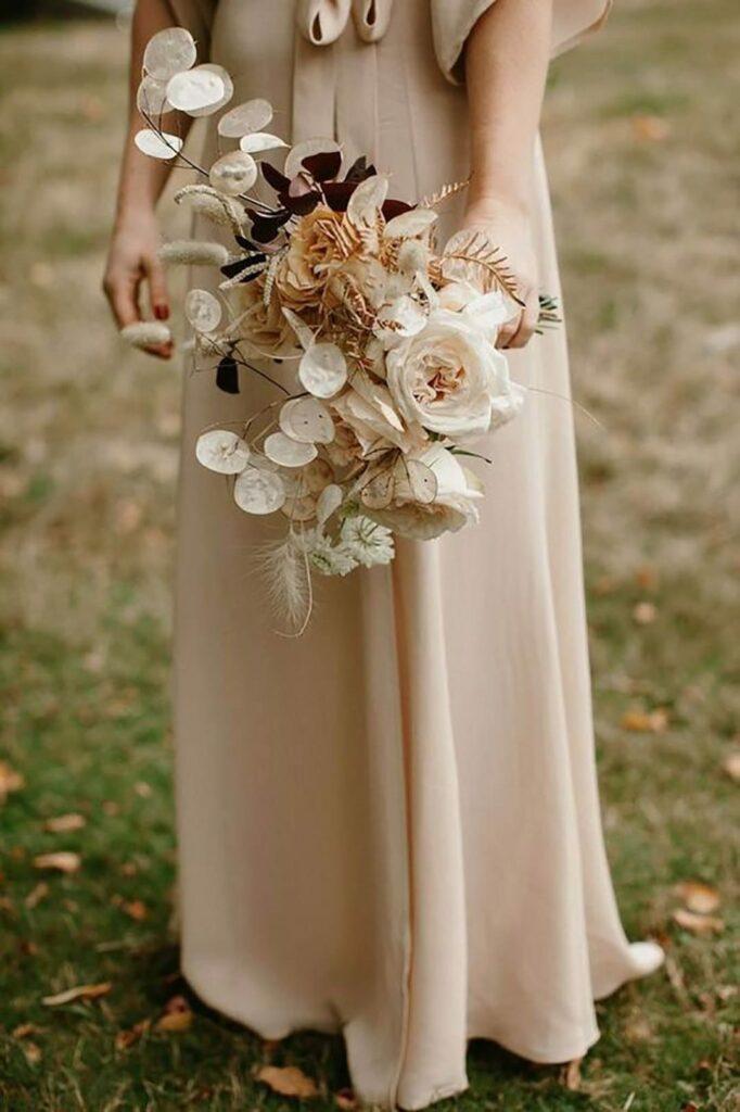 Brautstrauß mit Trockenblumen. Beispiele & Tipps für euren Trockenblumenstrauß zur Hochzeit. Der Blumenstrauß im Boho Style für die Braut!