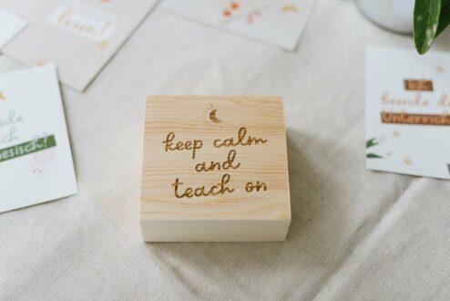 Holzbox quadratisch 'keep calm and teach on'