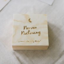 Holzbox quadratisch 'Nervennahrung + Name'