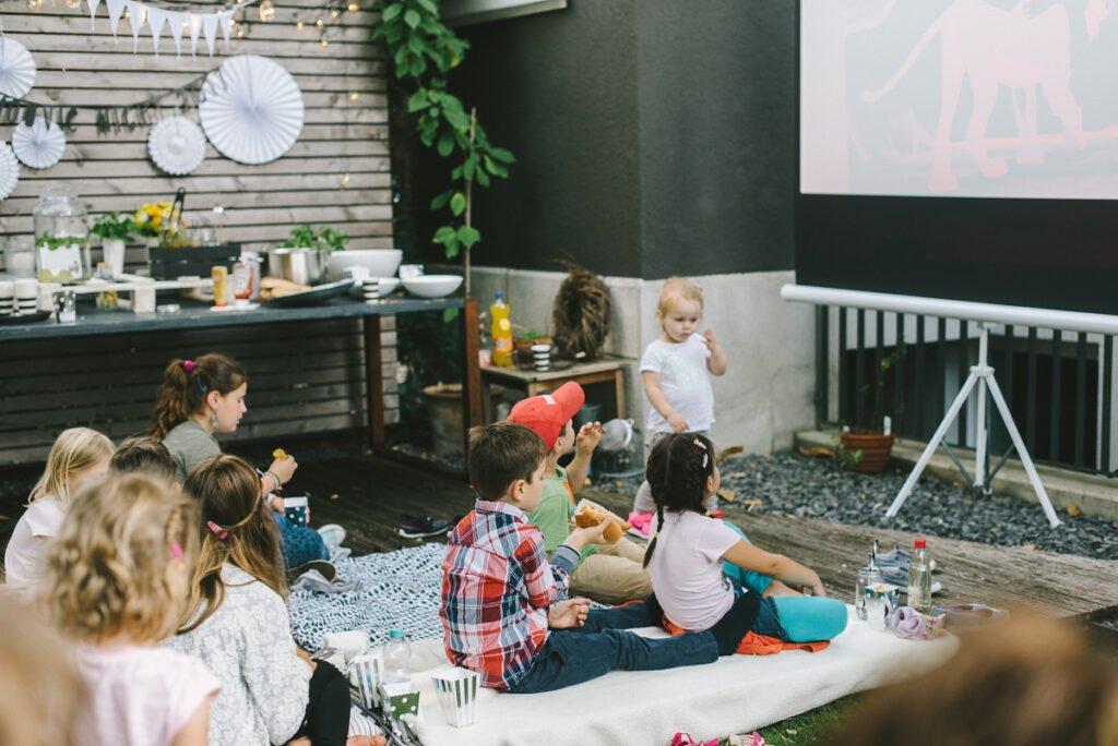 Outdoor Movie Night für Kinder