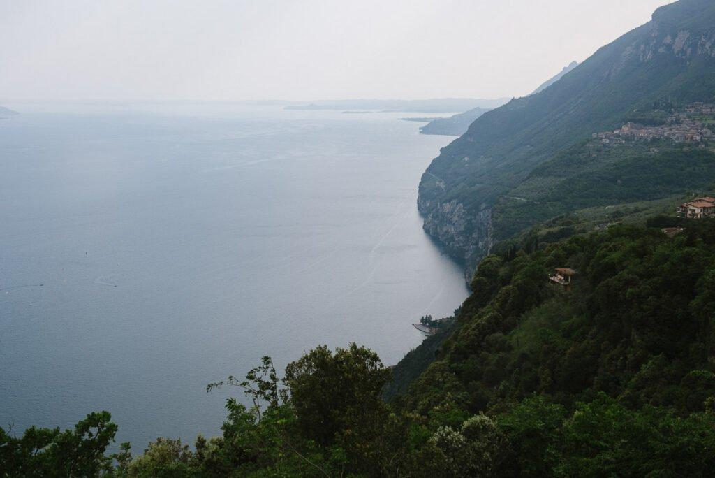 Blick zu Westufer des Gardasees