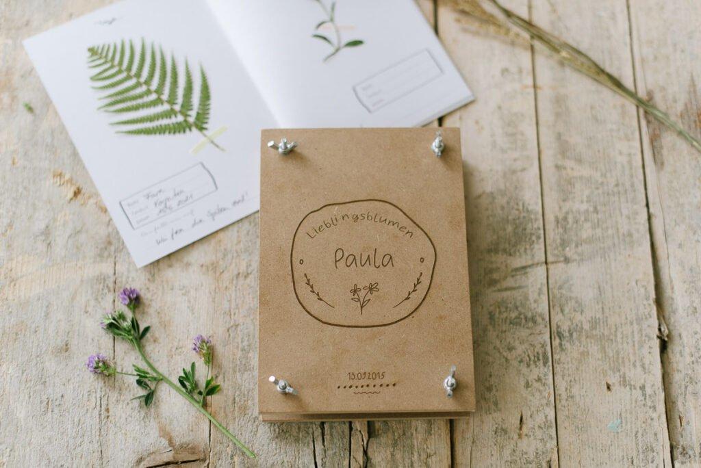 Blumenpressen mit Kindern - personalisierte Blumenpresse mit Herbarium