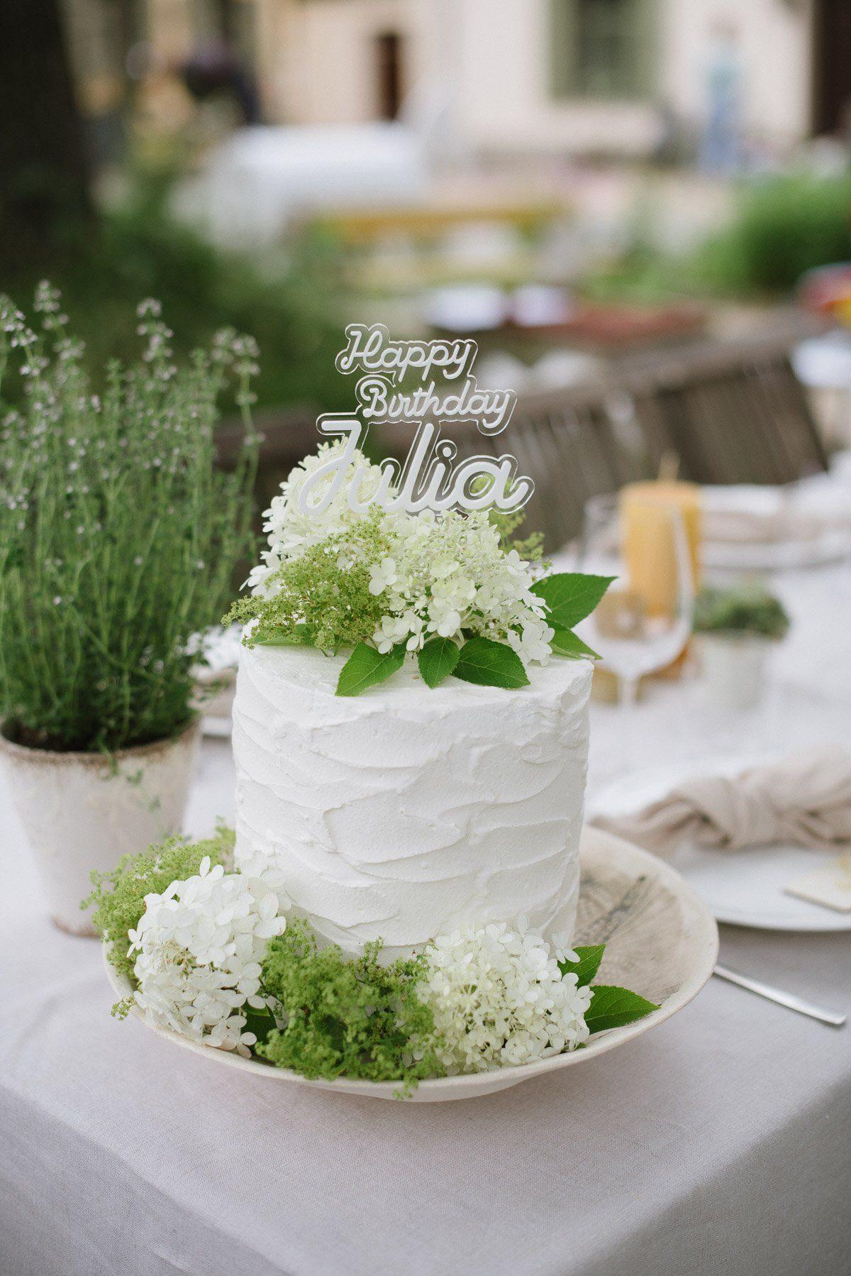 Torte mit individuellem Cake Topper: Happy Birthday Julia
