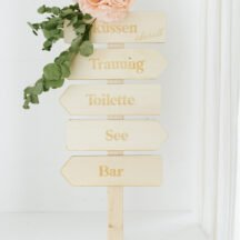 Holzpfeil Wegweiser Hochzeit