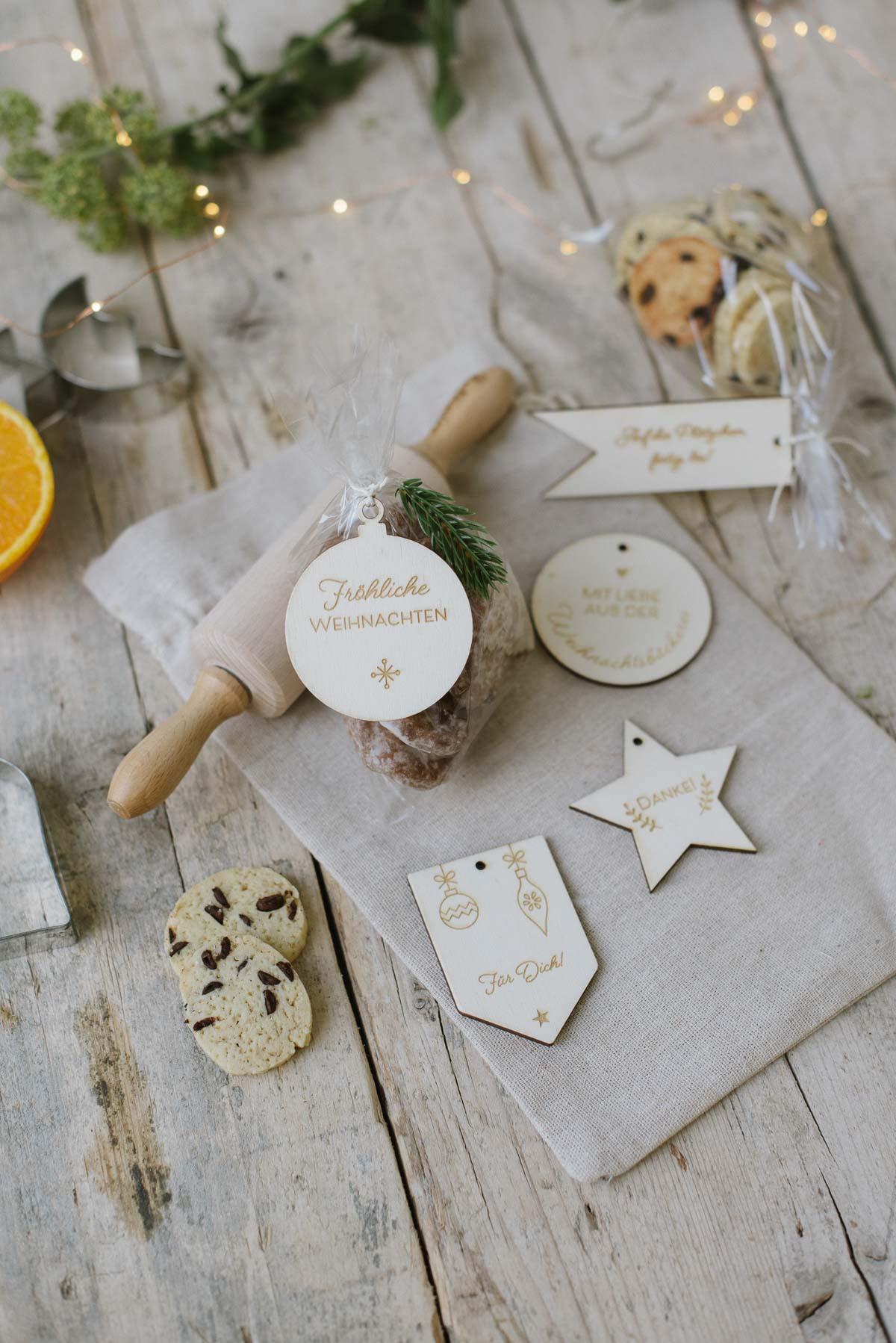 Gravierte Geschenkanhänger aus Holz für Plätzchen und Kekse