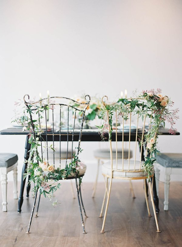 Stuhldekoration für das Brautpaar