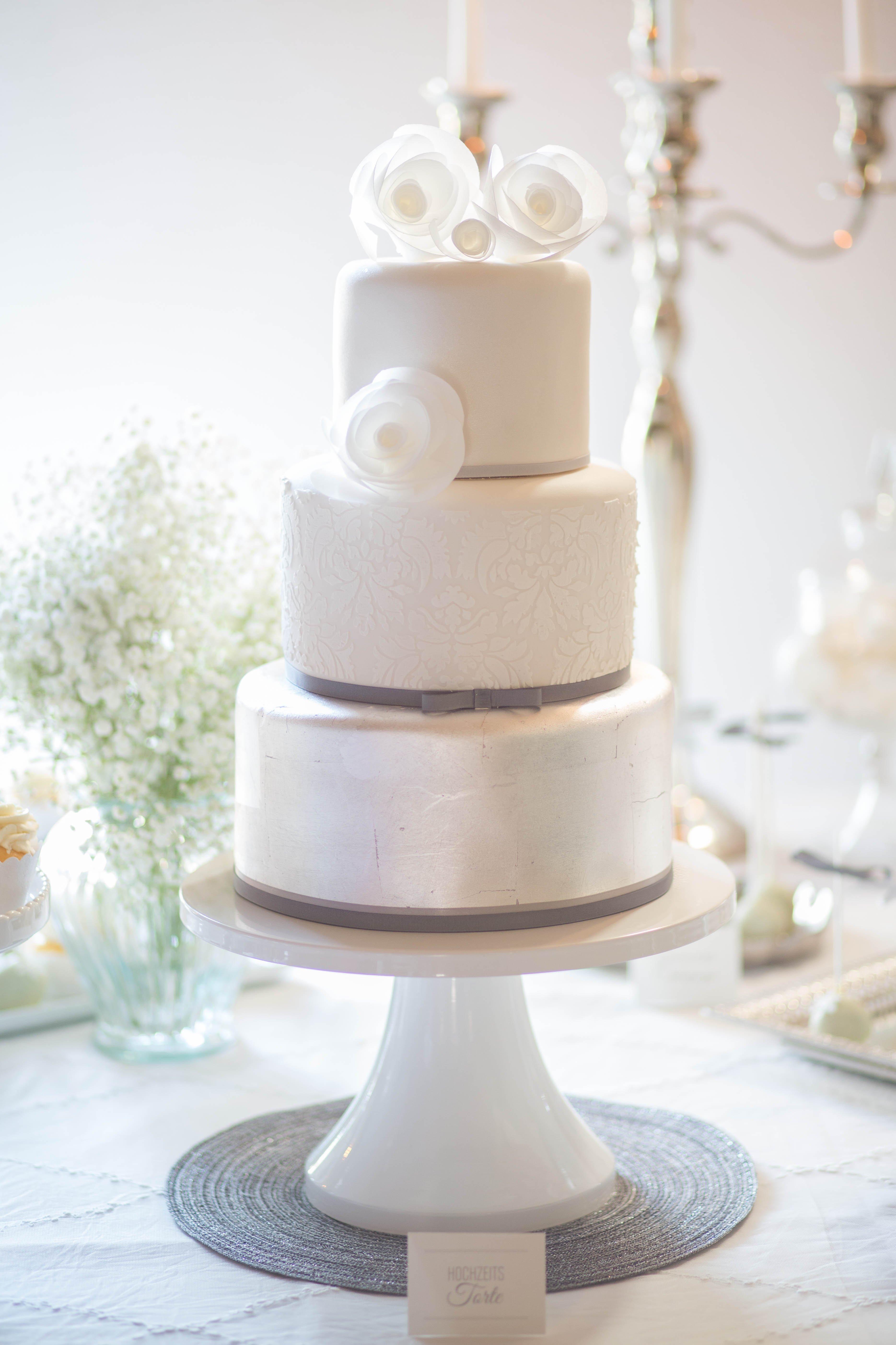 Winter Hochzeitstorte weiß silber