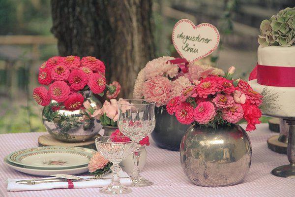 Dirndl, Blumenkranz und Loden  ein bayrisches styled Shoot