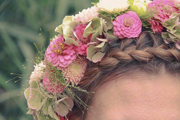 Dirndl, Blumenkranz und Loden - ein bayrisches styled ...