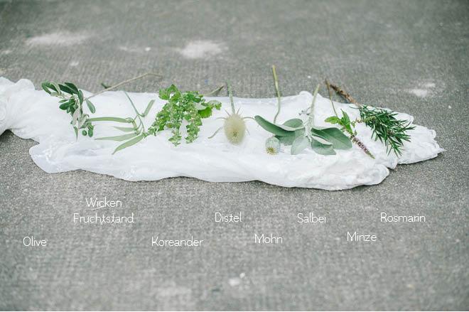 Blumen für Brautstrauß mit Kräutern im Sommer2