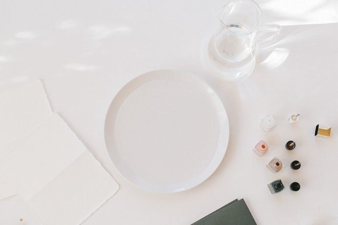 Was braucht man, um Grußkarten mit Nagellack zu marmorieren