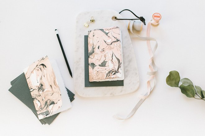 diy-marmorierte-karten-mit-nagellac