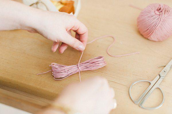 DIY Wolle Quasten Girlande 3