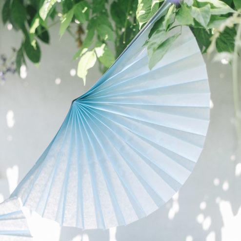 faltrosetten girlande himmelblau hochzeitsblog fr ulein. Black Bedroom Furniture Sets. Home Design Ideas