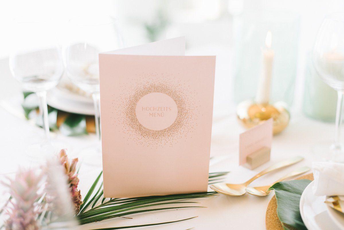 Wer sitzt wo? Unsere Tipps für eure Sitzordnung bei eurer Hochzeitsfeier. Tischordnung? Namenskarten? Für euren gelungenen Abend