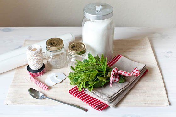 diy gastgeschenk aromatisierter zucker fr ulein k sagt ja hochzeitsblog. Black Bedroom Furniture Sets. Home Design Ideas