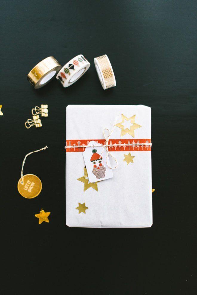 Geschenk verpacken für Weihnachten mit goldenem Masking Tape