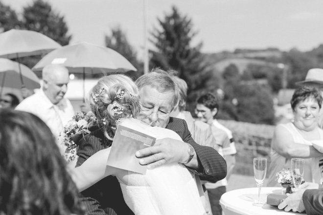 Hochzeit auf dem Bauernhof - Natürliche Hochzeit fotografiert von Aline Lange5