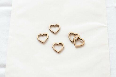 Süß Idee für die Hochzeit: Holzherzchen