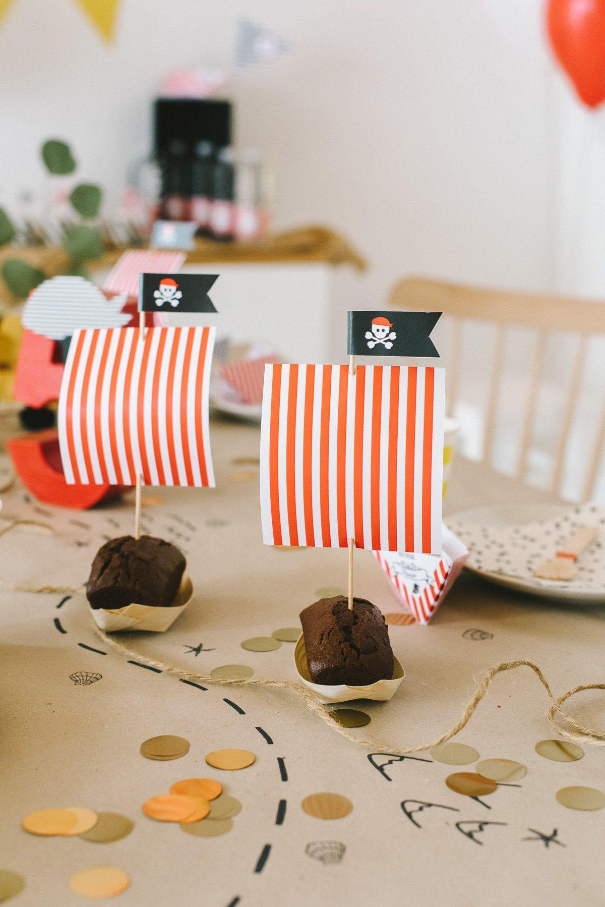 Kuchen mit Segeln für den Piraten Kindergeburtstag