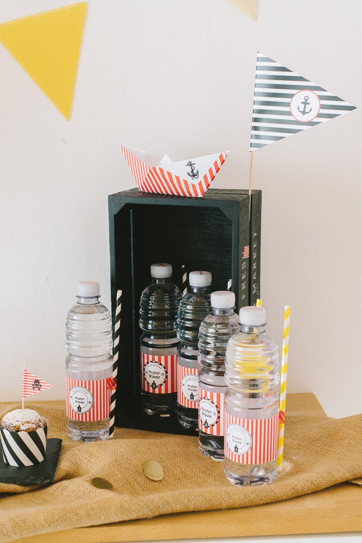 Piratenbrause: Getränkeflaschen mit Label