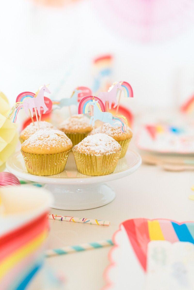 Cupcake mit Eihörnern und Regenbogen