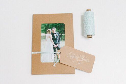 Kuvert mit Fenster aus Kraftpapier für Fotos