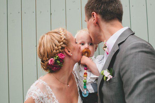Braut haarschmuck echte blume  Ballkleider: Lone und Max Hochzeit voller Tropfen und Glück By ...