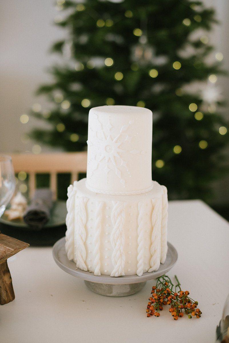 Weihnachtliche Torte mit Zopfmuster