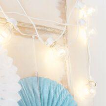 weiße Lichterkette mit Glühbirnen LED
