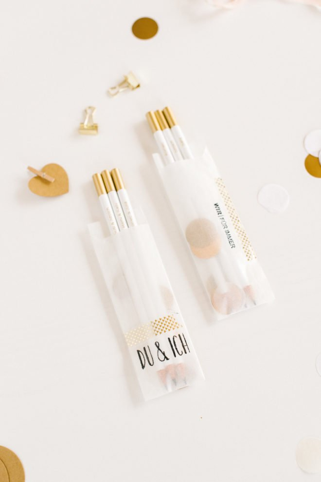 Gastgeschenk für die Hochzeit: individuell bedruckte Bleistifte