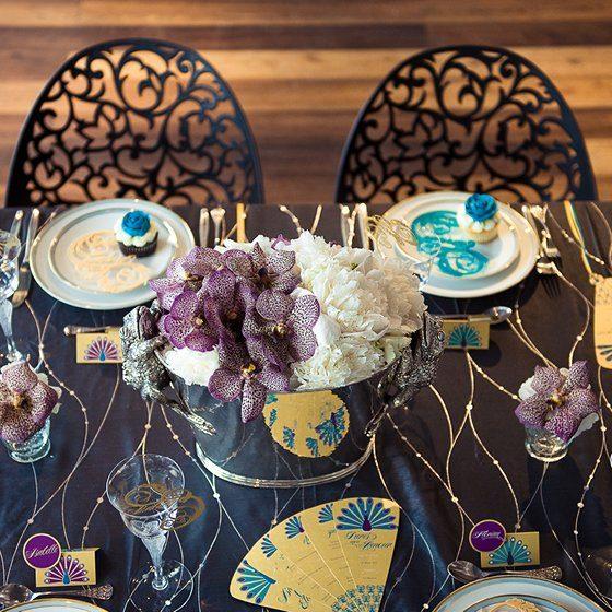 glamour der 20er jahre ein pfau viel lila und eine. Black Bedroom Furniture Sets. Home Design Ideas