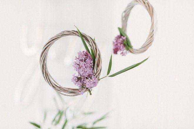 Tischdekoration mit Flieder in lila für die Hochzeit im Frühling3