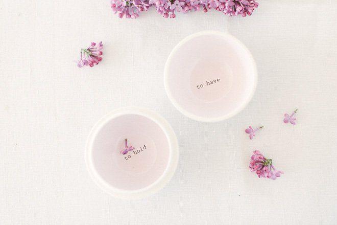 Tischdekoration mit Flieder in lila für die Hochzeit im Frühling6