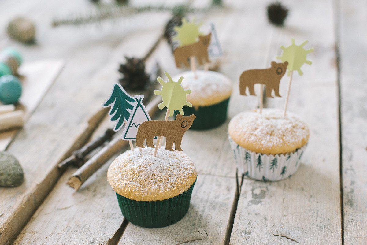Muffins mit Let's Explore Cake Topper Baer, Zelt und Sonne