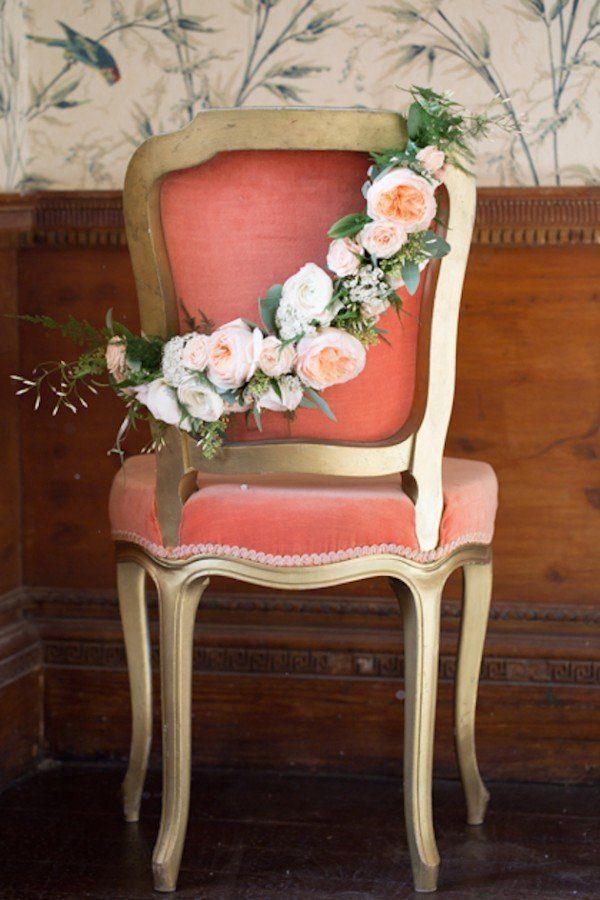 Blumengirlande für die Stühle