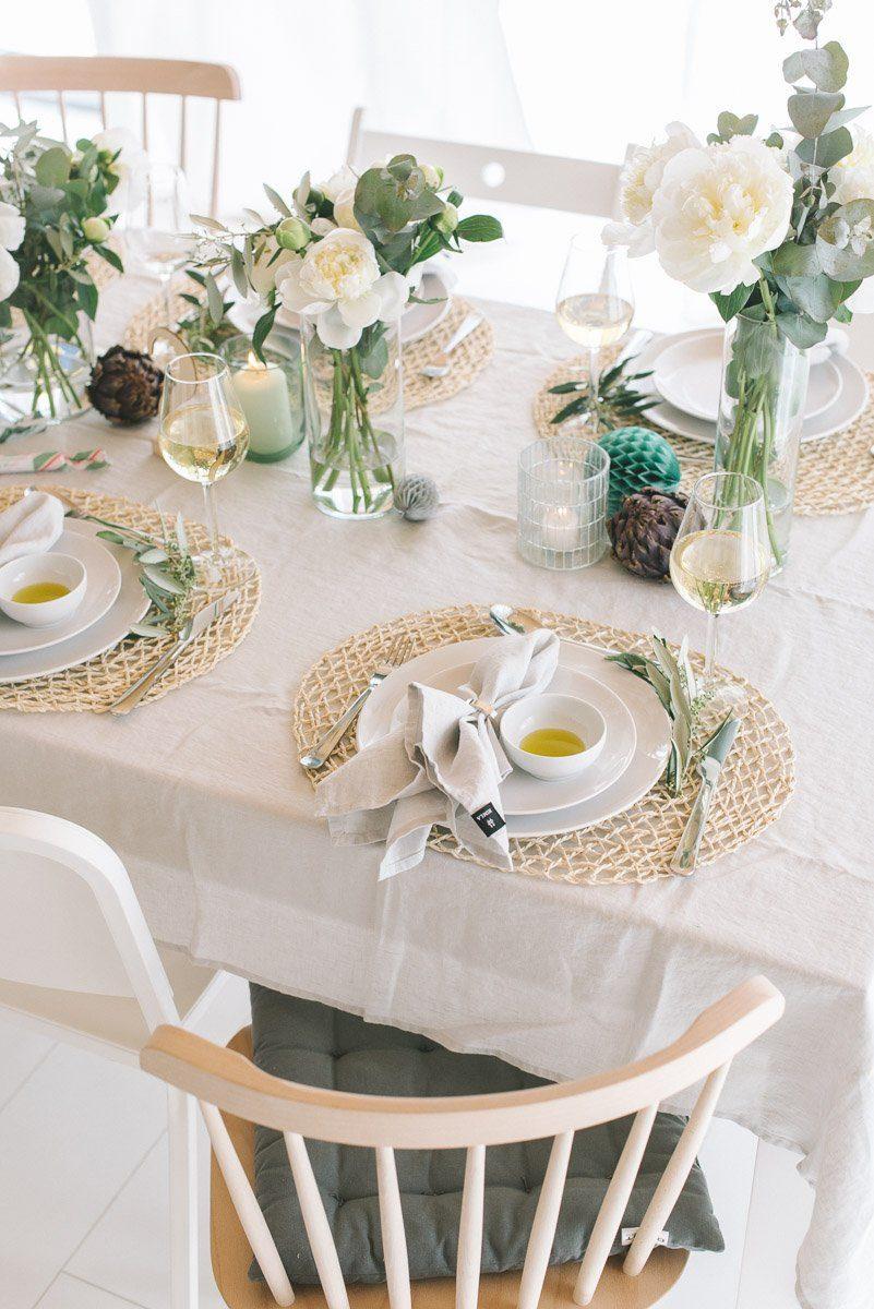 Tischdecke sommerlich mit Leinentischdecke und Pfingstrosen