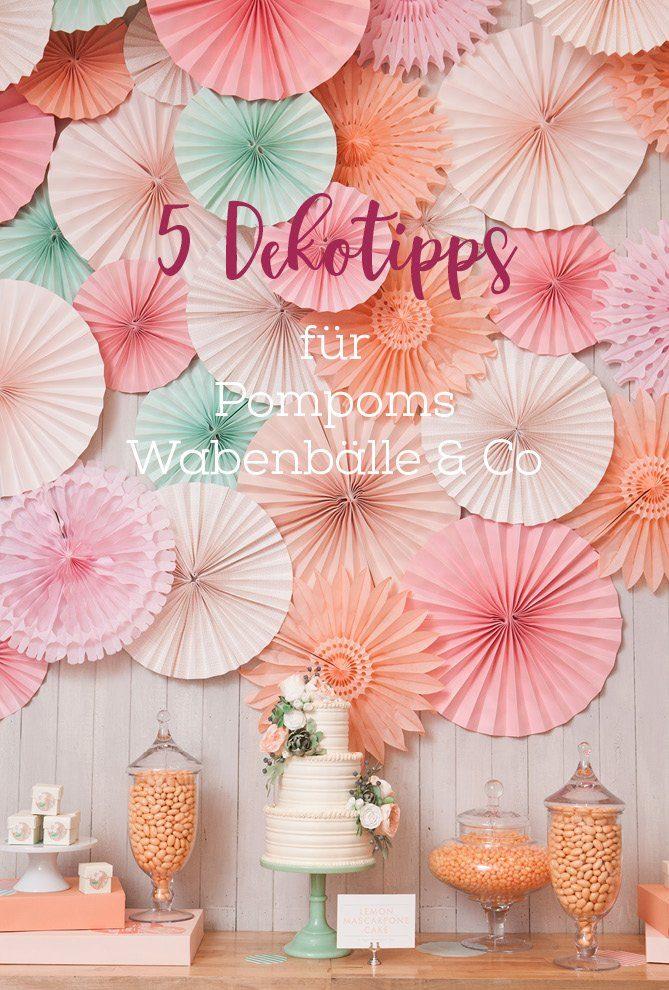 Wie dekoriert man mit Pompoms Wabenbällen und Faltrosetten
