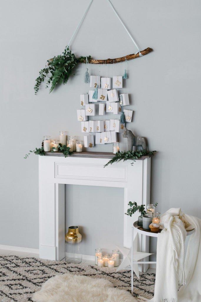 DIY Adventskalender über dem Kamin