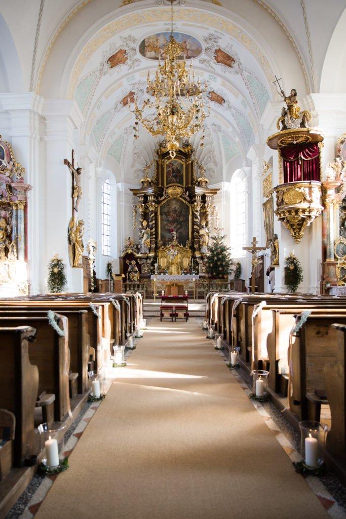 Winterhochzeit in der Kirche