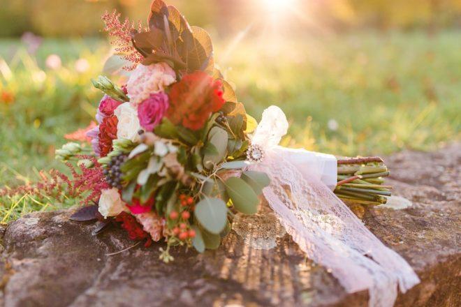 herbstlicher Brautstrauß in der Abendsonne