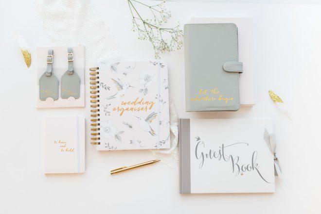 Reiseetui, Kofferanhänger, Notizbuch und ein elegantes Gästebuch sind neu im Shop eingetroffen