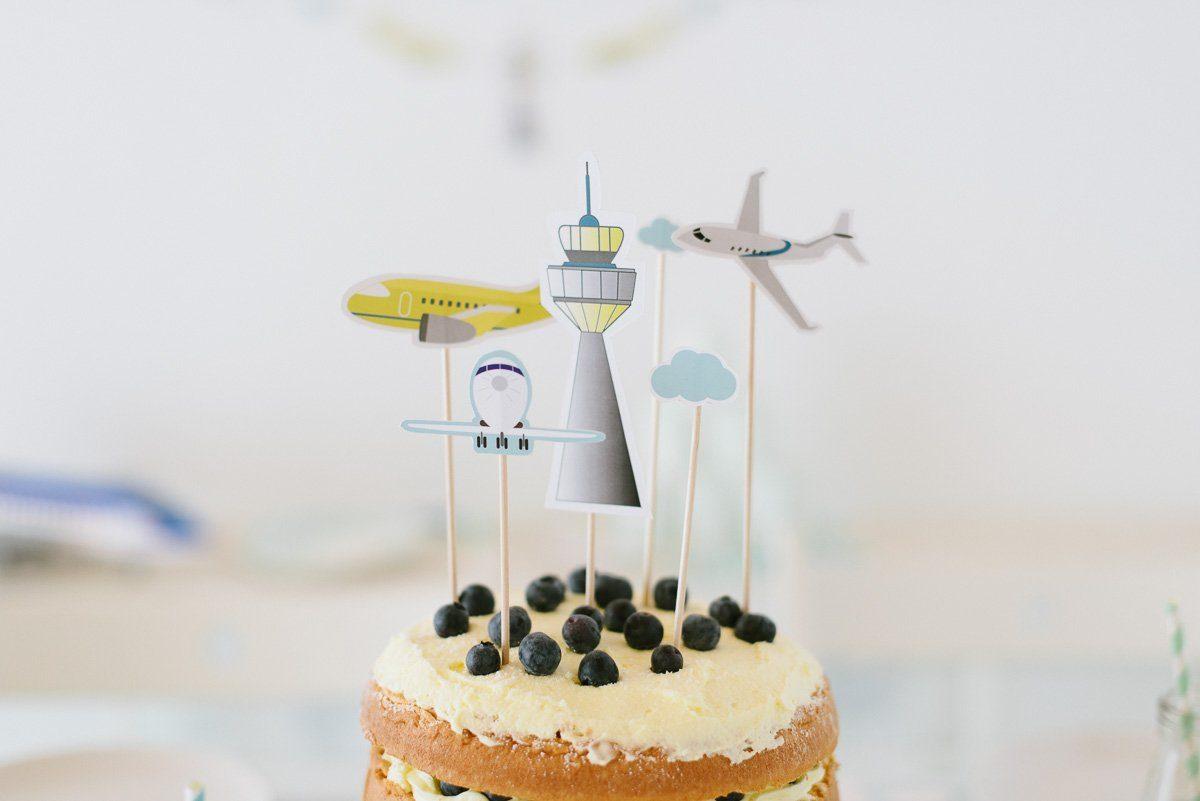 Mit der Fräulein K Flugzeuge Geburtstagsbox können kleine Piloten einen Tag lang ihren großen Traum leben! Feiert fröhliche Flugzeuge Geburtstagsparty!