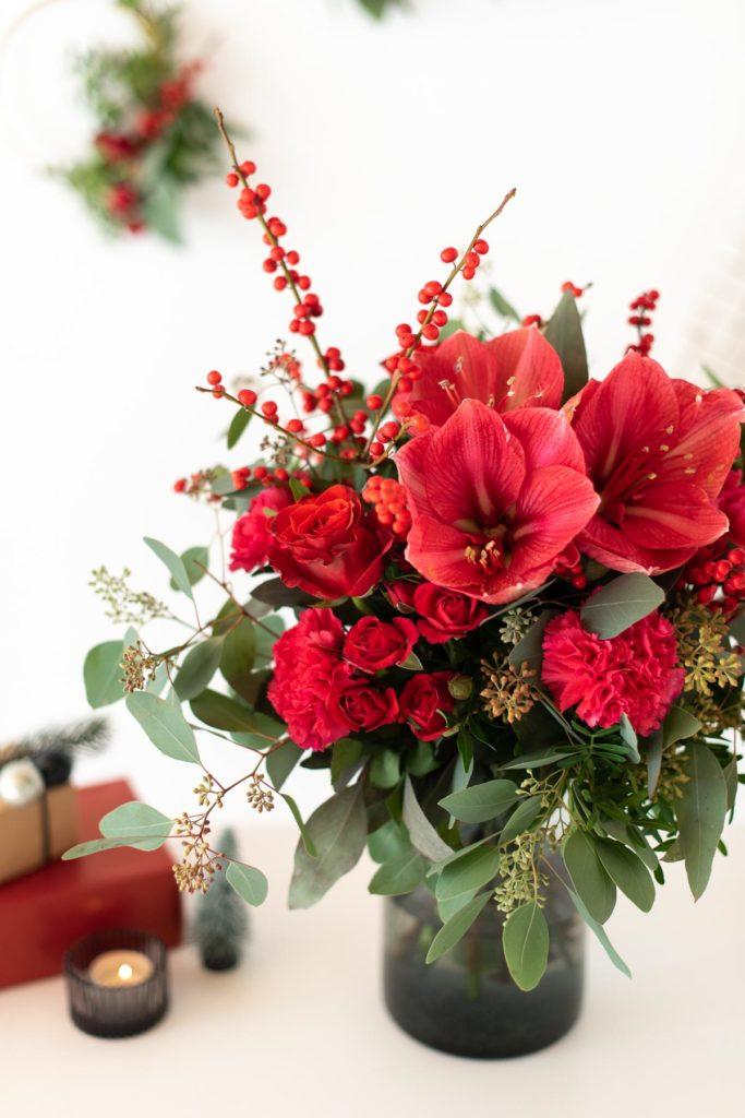 Weihnachtlicher Strauß mit roten Amaryllis Blume2000.de